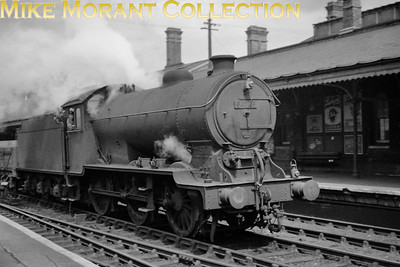 Gresley J39 0-6-0 no. 64785 was built at Darlington in 1929 and entered service at Eastfield shed in Glasgow. That wa followed by spells at St. Margaret's and Carlisle Canal sheds. In March 1947 came reallocation to Ipswich where she remained until withdrawal in June 1959. This shot depicts 64785 on the through road at Ipswich station and she is heading towards Stoke tunnel. [Mike Morant collection]