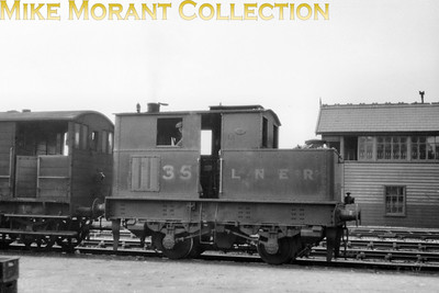 LNER Y3 class Sentinel 0-4-0T no. 35 at Wrexham in 1933. No. 35 became BR no. 68164 and was withdrawn at Wrexham in September 1957.