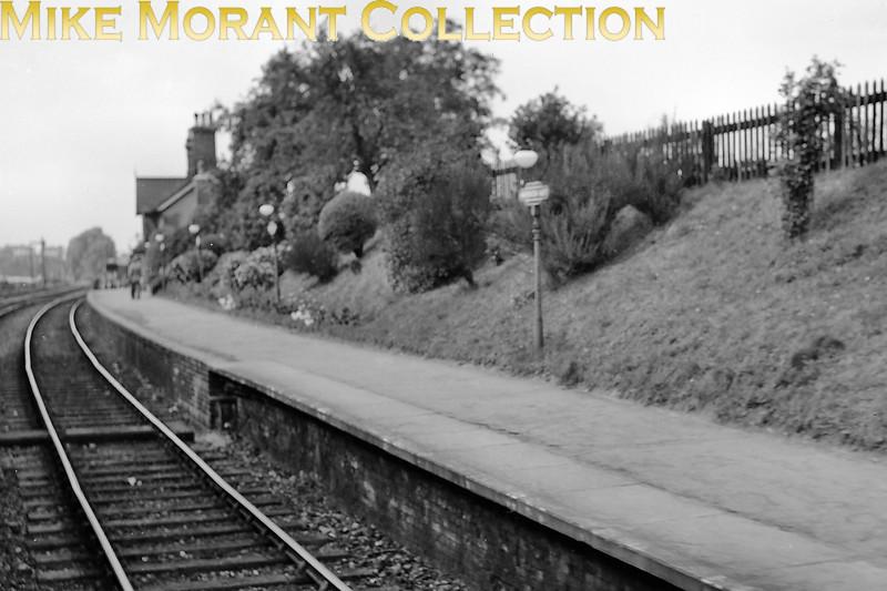 Harpenden East station on 12/9/53.<br> [<i>Mike Morant collection</i>]