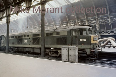 The unique BR class 53 Co-Co diesel electric loco no. D0280 in two tone green livery at Paddington station on 14/10/67. [Mike Morant collection]