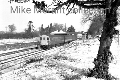 Southern region 3H class DEMU no. 1128 departs from a snow bedecked Mortimer station on 6/1/79. [Mike Morant collection]
