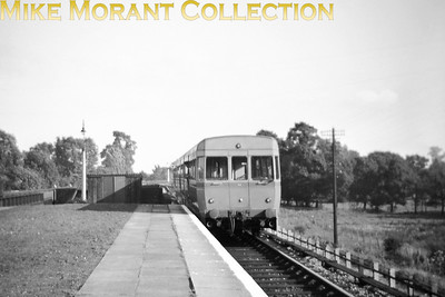 This not particularly good shot features the original experimental ACV three unit diesel railcar in its two tone grey livery. This was taken at Solihull station's platform 3 in August 1953 when it was new and then went on a Cook's Tour of lightly used branches in the mid-1950's. [Mike Morant collection]
