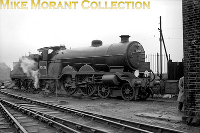 RCTS: Brighton Works Centenary 19/10/52 Marsh H2 4-4-2 No. 32425 Trevose Head at Brighton mpd having brought this special down from Victoria. The paying customers were then treated to a trip to Kemp Town and back behind A1X No. 32636.