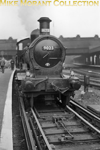 RCTS: Swindon & Highworth Railtour 25/4/54 Collett 'Dukedog' 4-4-0's no. 9023 on the SE side of Victoria station. [Mike Morant collection]