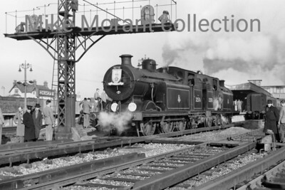 RCTS: The Hampshireman 6/2/55 Billinton E5X class 0-6-2T's nos. 32570 and 32576 at Horsham. [Mike Morant collection]