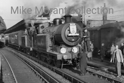 RCTS: The Hampshireman 6/2/55 Billinton E5X class 0-6-2T's nos. 32570 and 32576 at Guildford. [Mike Morant collection]