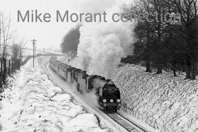 LCGB: The S15 Commemorative Rail Tour 16/1/66 Southern Railway Maunsell S15 class 4-6-0 no. 30837 pilots 'U' class mogul no. 31639 through deep snow approaching the Hampshire Hunt overbridge east of Medstead on the climb from Alton on the Mid-Hants line. Note that 30837 was a revival as it had been officially withdrawn from service in the previous September. [Mike Morant collection]