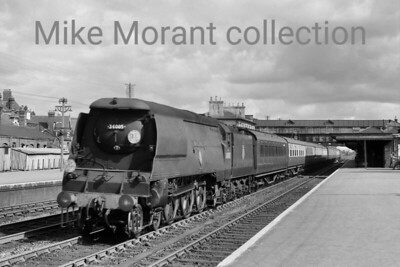 Bulleid original light pacific no. 34005 Barnstaple passes through Eastligh station with a Down waterloo - Bournemouth express on 15/8/56. Barnstaple, one of the 1948 Locomotive Exchanges engines, would be rebuilt in June 1957 and withdrawn in October 1966 at Bournemouth mpd. [Mike Morant collection]
