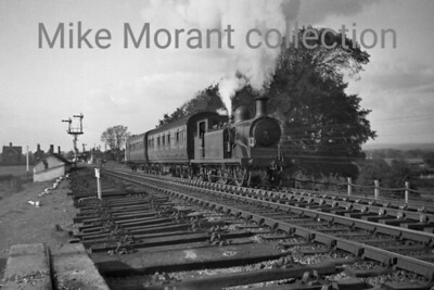 Former LBSCR Billinton D3 class 0-4-4T no. B391 in charge of an auto train has just left Ford (the station is in the background) and is heading east towards Arundel Junction with the Arun bridge immediately behind the photographer. [Mike Morant collection]