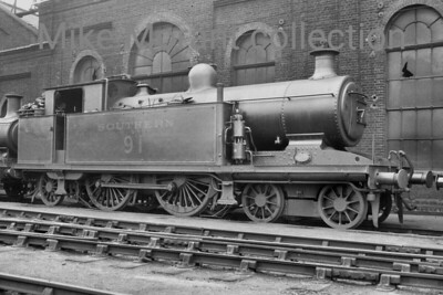 Marsh I3 class 4-4-2T no. B91 standing alongside Brighton engine shed. B91 was that last of the class to be built and entered LBSCR service in March 1913 and was superheated from new. Withdrawal came as BR 32091 at Brighton mpd in May 1952. [Mike Morant collection]