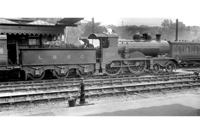 Marsh LBSCR B2X class 4-4-0 No. 206, depicted here in umber livery on a Down train at Redhill, was a 1909 rebuild from R. J. Billinton's design of 1897 which radically altered the appearance of the originals. No. 206 was one of the last of the class to be withdrawn in 1933.