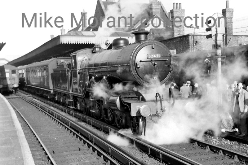<b>RCTS: The Hampshireman 6/2/55</b><br> Marsh H2 atlantic no. 32421 <i>South Foreland</i> at the unlikely location  - for this class -  of Guildford station. In fact, 32421's involvement in this railtour was quite brief and covered only the first leg from Waterloo to Guildford.<br> [<i>Mike Morant collection</i>]