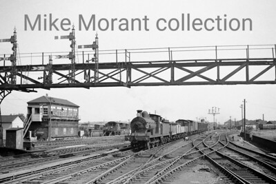 A nice undated panoramic shot of Wainwright 'C' class 0-6-0 no. 31589 passing Ashford 'B' box. This was taken pre-electrification but a DMU is visible on the right. [Mike Morant collection]