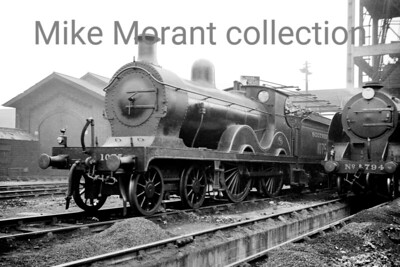 Southern Railway Wainwright 'D' class 4-4-0 no. 1075 poses alongside Maunsell N15 class 4-6-0 794 Sir Ector de Maris at Stewarts Lane shed on 18/4/37. 1075 would be withdrawn as BR 31075 at Guildford mpd in December 1956 whilst 30794 would end its working life at Basingstoke in August 1960. For what it's worth ....... Ector was the younger half-brother of Lancelot and the natural son of King Ban of Benwick and the Lady de Maris; Sir Bors and Sir Lionel are his cousins. [Mike Morant collection]