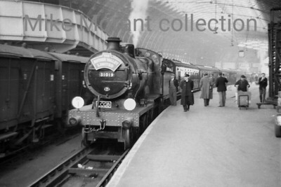 LCGB: The Rother Valley Limited 19/10/58 Southern Railway Maunsell E1 class 4-4-0 no. 31019 presents a strange sight firmly on Swindon territory at Paddington station. This leg of the tour , the first, would take 31019 to Robertsbridge via West ealing, Kensington Olympia, Brixton, Bromley, East Croydon, Sanderstead, Edenbridge and Tonbridge.