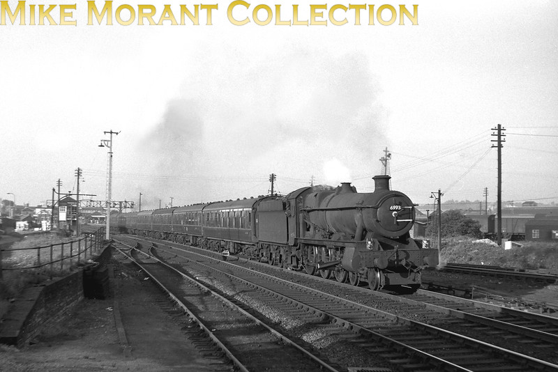An inter-regional working to Bournemouth just south of Eastleigh station headed by Collett modified Hall class 4-6-0 no. 6993 Arthog Hall. The only date given is 1965 which tells us that 6993 was an 81F Oxford engine when this shot was taken. [Mike Morant collection]