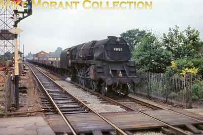 Former Crosti boilered Standard 9F2-10-0 no. 92022 drifts southwards through Mill Hill Broadway station in 1964 [Slide taken by Mike Morant]