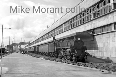 Eastleigh allocated BR Standard 5MT 4-6-0 no. 73117 awaits departure timke whilst in charge of an Up boat train at Southampton's Ocean terminal on 31/8/65. 73117 entered service from Derby works in November 1956 spending its short life of less than 11 years on the Southern and was withdrawn at Guildford shed in March 1967. [Mike Morant collection]