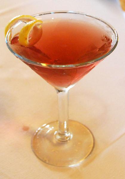 DSC_0114: The infamous Traxx Martini. Pretty good for a vodka-based martini (I'm a gin guy, normally).