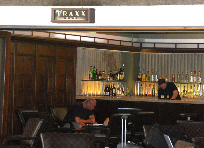 DSC_0128: The Traxx bar was across the lobby of the station from the Traxx restaurant.