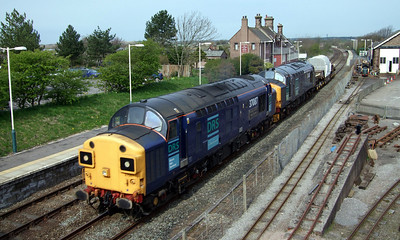 37087 and 37688 haul a sixteen-wheeler flask from Sellafield to Barrow Ramsden Dock as 7X23, 15/04/09.