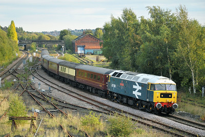 Class 47 No 47580 at Healey Mills on 17 October 2010 with the 5Z79 12:25 Norwich - Carnforth