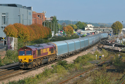 Class 66 No 66182 at Eastleigh on 12 October 2010 with the 6O20 04:10 Castle Bromwich - Southampton Eastern Docks