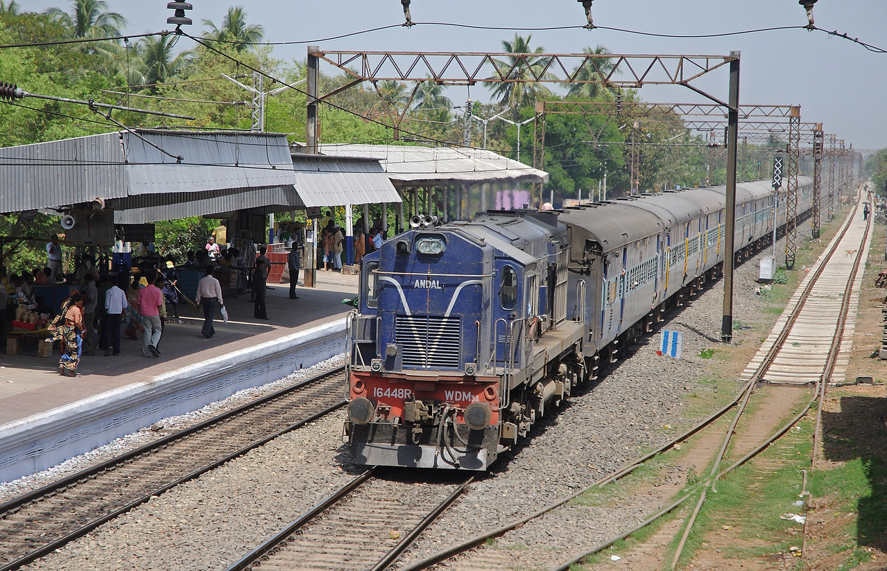 At last an WDM3A running short hood first, on the 13466 Inter-city Express from (I think) Malda Town. That rasping Alco sound reverberated around Chandannagar as she swept through.