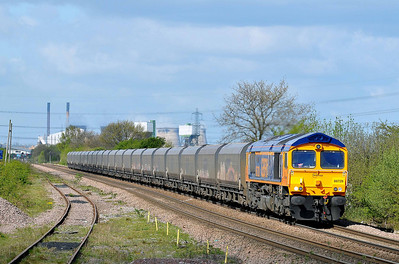 "Class 66 No 66728 ""Institution of Railway Operators"" at Whitley Bridge on 12 April 2011 with the 6H93 07:35 Tyne Dock - Drax Power Station (running 33 min early)"
