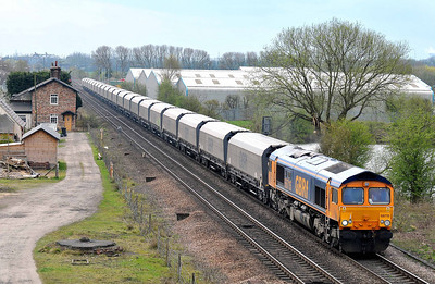"Class 66 No 66715 ""Valour-In memory of all railway employees who gave their lives for their country"" at Sherburn-in-Elmet with the 4N99 10:30 Drax Power Station - Tyne Dock (running 16 min late)"