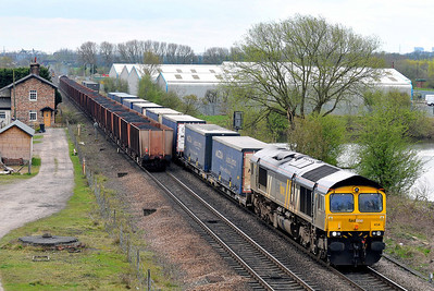 Class 66 No 66434 at Sherburn-in-Elmet on 2 April 2011 with the 4S49 07:10 Daventry - Grangemouth (running 11 min early)
