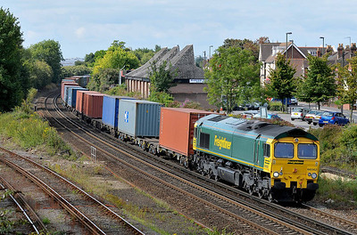 Class 66 No 66562 at Eastleigh on 9 August 2011 with the 4M28 09:32 Southampton Maritime - Ditton F.L.T. (running 2 min late)