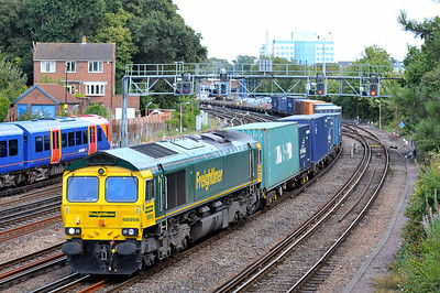 Class 66 No 66956 at Southampton on 9 August 2011 with the 4O27 05:40 Garston F.L.T. - Southampton Maritime (running 30 min late)