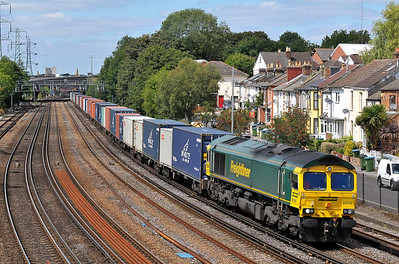 Class 66 No 66591 at Southampton on 9 August 2011 with the 4M61 12:55 Millbrook - Trafford Park (running 1 min late)