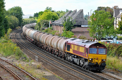 Class 66 No 66058 at Eastleigh on 9 August 2011 with the 6V62 09:18 Fawley Oil Refinery - St Phillips Marsh (running 8 min late)