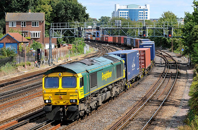 Class 66 No 66589 at Southampton on 9 August 2011 with the 4O49 09:23 Crewe Basford Hall - Southampton Maritime (running 2 min early)