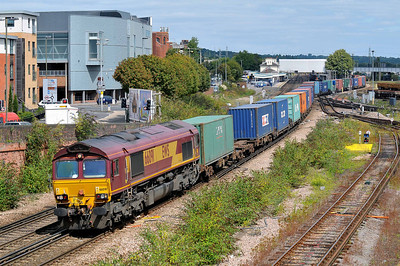 Class 66 No 66091 at Eastleigh on 9 August 2011 with the 4O53 04:33 Wakefield Europort - Southampton Western Docks (running 3 min early)