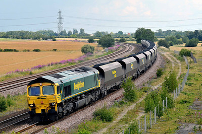 Class 66 No 66520 at Burton Salmon on 9 July 2011 with the 6R10 09:44 Immingham - Drax Power Station