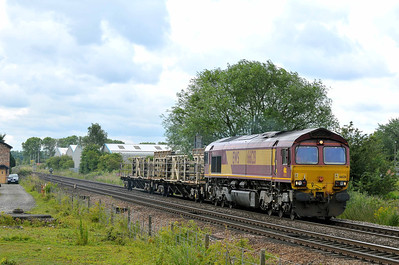 Class 66 No 66128 at Sherburn-in-Elmet on 23 June 2011 with the 6Z75 Scunthorpe - York Klondyke Sidings