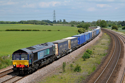 Class 66 No 66424 at Burton Salmon on 21 May 2011 with the 4M16 04:58 Grangemouth - Daventry (running 1 min early)