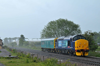 "Class 37 No 37409 ""Lord Hinton"" at Sherburn-in-Elmet on 23 May 2011 with 5Z01 12:13 Derby RTC - York Parcel Siding (running 1 min late)"