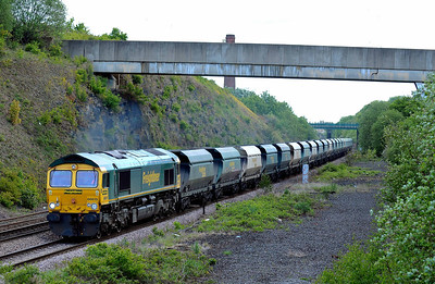 Class No 66615 at Normanton on 14 May 2011 with the 6Z17 08:30 Hunslet - Guide Bridge (running 8 min early)