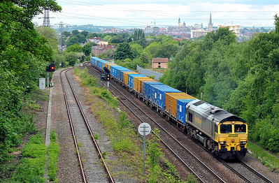 Class No 66508 at Oakenshaw Junction on 13 May 2011 with the 6E06 09:32 Bredbury - Roxby (running on time)