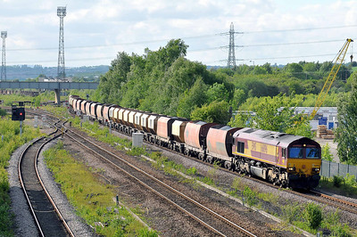 Class 66 No 66096 at Horbury Bridge on 18 May 2011 with 6Z33 15:04 Blackburn - Radlett (running on time)