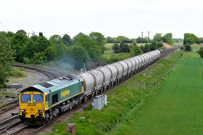 Class 66 No 66528 at Whitley Bridge on 21 May 2011 with the 6Z46 12:18 Drax Power Station - Crewe Basford Hall (running 12 min early)