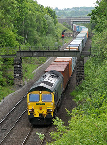 Class No 66505 at Oakenshaw Junction on 13 May 2011 with the 4E22 05:41 Felixstowe - Leeds FLT (running on time)