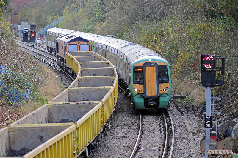 6O10 was held at the East Grinstead home signal, awaiting the departure of the Victoria train