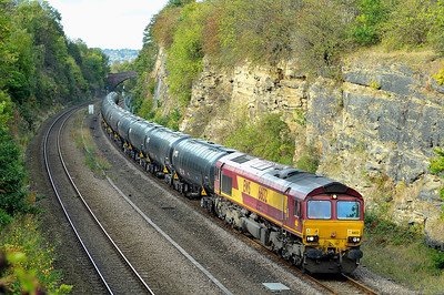 Class 66 No 66132 in Horbury Cutting on 17 October 2011 with the 6E32 08:55 Preston Docks - Lindsey O.R. (running 4 min early)