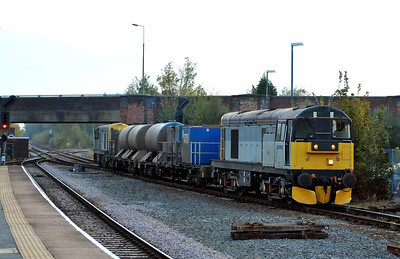 Class 20 No 20905 + 20901 at Selby on 24 October 2011 with the 3S21 14:53 York Works - Gilberdyke (running 6 min early)