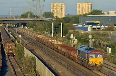 Class 66 No 66201 at Washwood Heath on 28 September 2011 with the 6P60 17:34 Bescot ES - Fenny Compton (running on time)